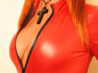 LadyFireFoxy erotic live show