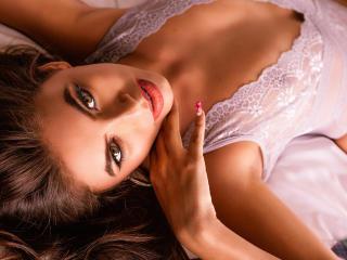 Webcam model AliceCorner from XLoveCam