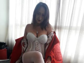 Webcam model AliceGreey from XLoveCam