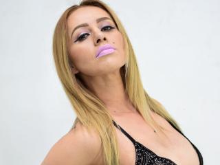 Webcam model AllisonBlum from XLoveCam