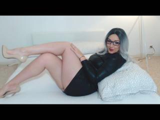 Webcam model BelleLara from XLoveCam