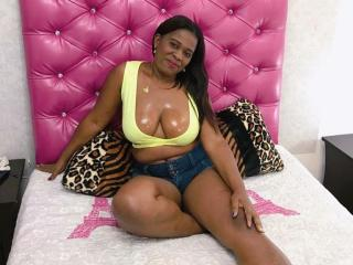 Webcam model CamlindsayEbonyy from XLoveCam