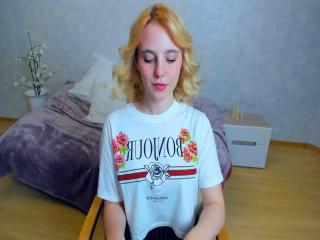 Webcam model CarmellaMi from XLoveCam