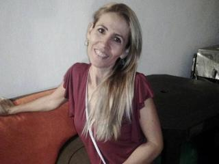 Webcam model CrystallLadyLove from XLoveCam