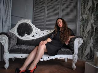 Webcam model DaniellaNice from XLoveCam