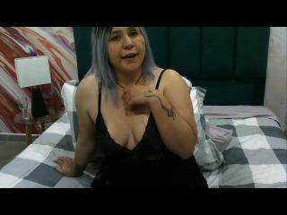 Webcam model EllaMeadow from XLoveCam