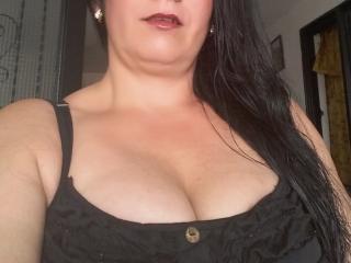 Webcam model HotLarissa69 from XLoveCam