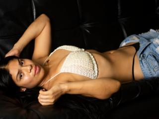 Webcam model IsabellaObregon from XLoveCam