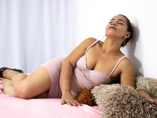 Webcam model JuliemBom from XLoveCam