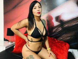 Webcam model JulietaV from XLoveCam