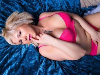 Webcam model LadyVi from XLoveCam