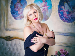 LadyVironika voyeur webcam