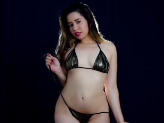 Webcam model LeilaCross from XLoveCam