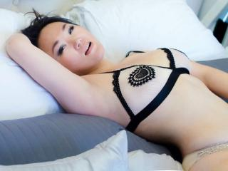 Webcam model LiaRare from XLoveCam