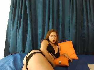 Webcam model LuciaKatherine from XLoveCam