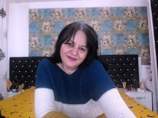 Webcam model LuckySabrina from XLoveCam