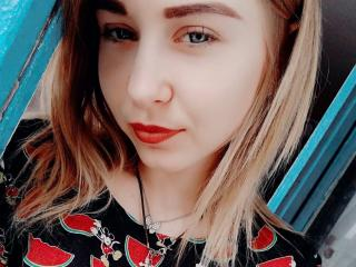 Webcam model MariannaM from XLoveCam