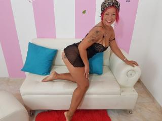 Webcam model MatureMelanie from XLoveCam