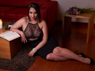 Webcam model MiaPauline from XLoveCam