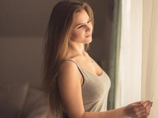 Webcam model MirandaShine from XLoveCam