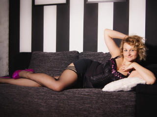 Webcam model MiriamTRUE from XLoveCam