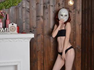 Webcam model MonikaParker from XLoveCam