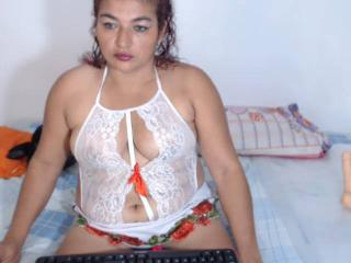 Webcam model SerenaHotMilfX from XLoveCam