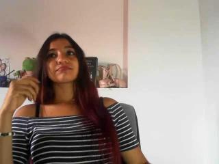 Webcam model SexydanceYvonn from XLoveCam
