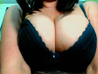 Webcam model Suhayla from XLoveCam