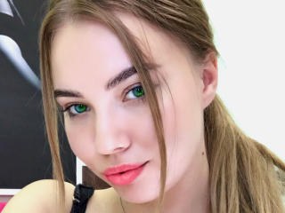 Webcam model SweetBridgetB from XLoveCam
