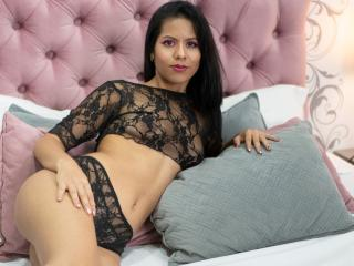 Webcam model TayraCollins from XLoveCam