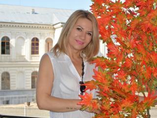Webcam model FloranceHarper from XLoveCam