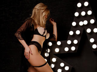 Webcam model HotTitsSquirtPussy from XLoveCam