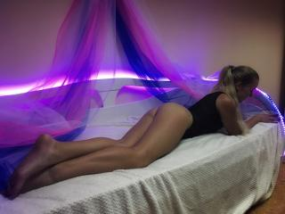 Webcam model MayaMexico from XLoveCam