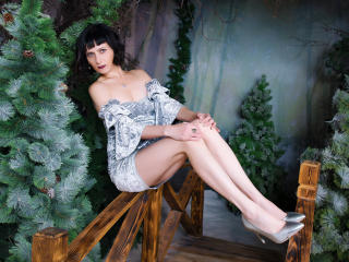 EvelinaX - online show hot with a Lady over 35 with regular tits