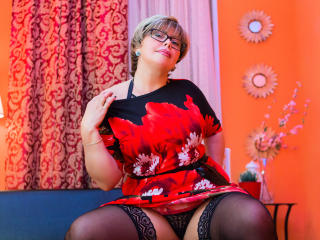 BlondSexyMature - Show live hot with this shaved intimate parts Lady over 35