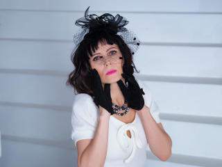 EvelinaX - chat online sexy with a dark hair Mature