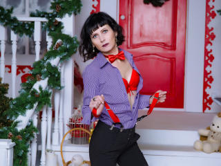EvelinaX - Chat live sexy with a brunet MILF
