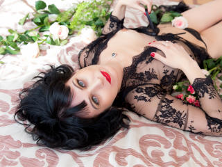 EvelinaX - Chat hard with a black hair MILF