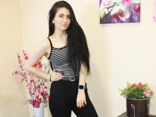 Webcam model VivianLittle from XLoveCam