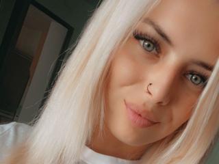 Webcam model AnnyHouston from XLoveCam