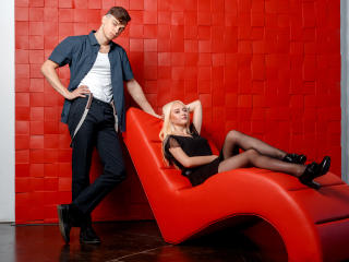 Webcam model RonAndAlice from XLoveCam