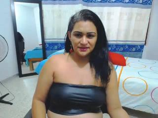 Webcam model JuicyAntonella from XLoveCam