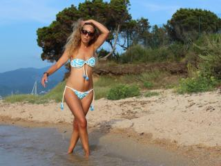 Webcam model BetinaFrancaise from XLoveCam