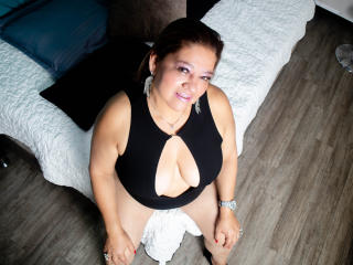 Webcam model MargarethSallen from XLoveCam